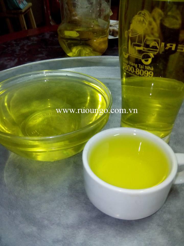 Mầu của rượu ngô non có màu vàng ánh rất đẹp