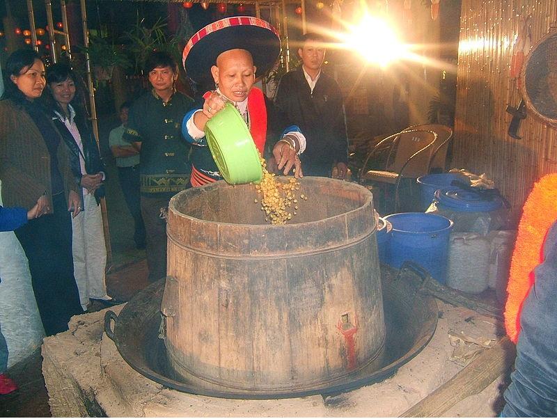 Ngô nấu rượu nên để cả hạt hay xay ra rồi nấu